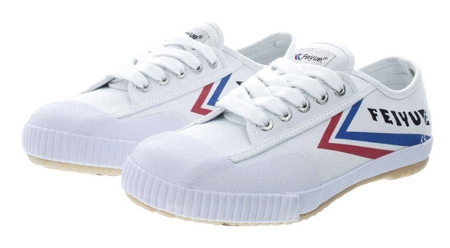 Na zdjęciu para białych butów Feiyue